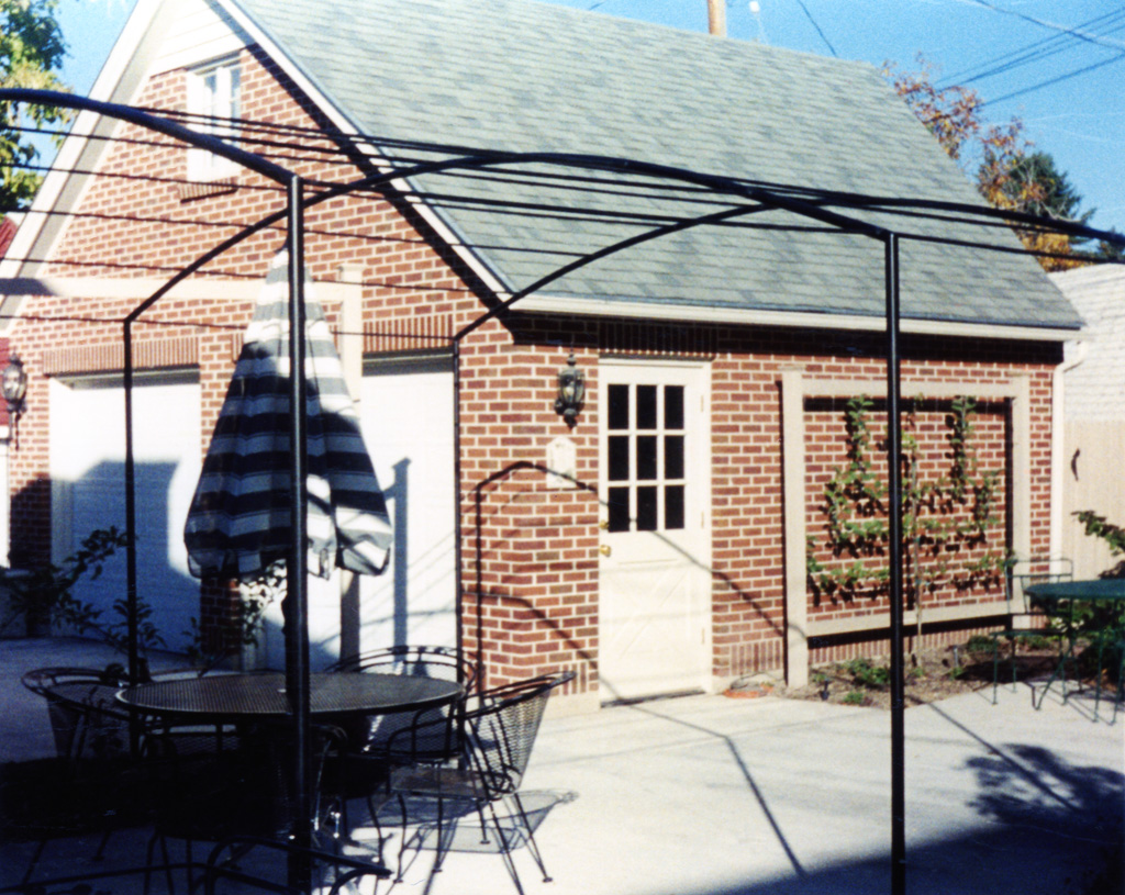 iron-anvil-pergolas-steel-back-yard