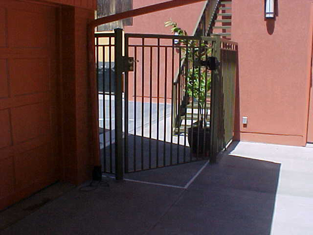 Simple Gate Capitol