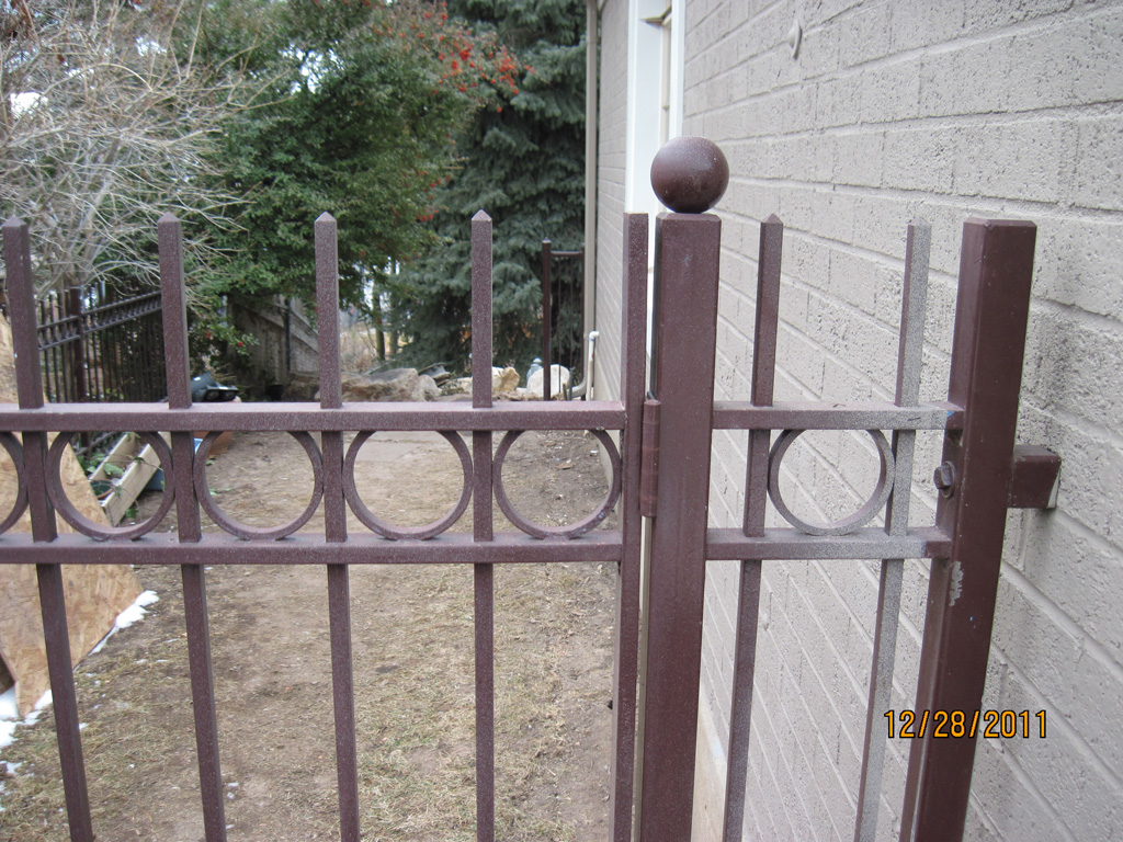 iron-anvil-fences-spear-top-double-rail-circles-flesher-15952-3-2