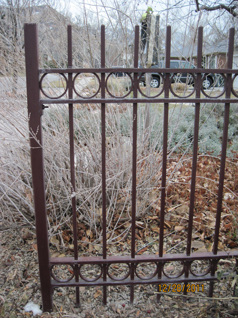 iron-anvil-fences-spear-top-double-rail-circles-flesher-15952-4-2