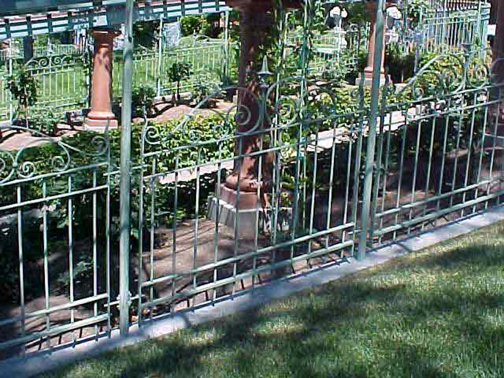 iron-anvil-fences-spear-top-double-rail-simple-scroll-top-fence-ferris-keller-1