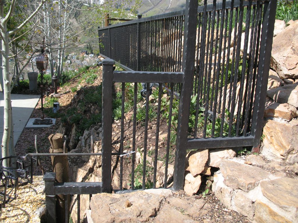 iron-anvil-fences-by-others-iron-anvil-fences-aire-dr-park-city-hammered-tube-by-others-1