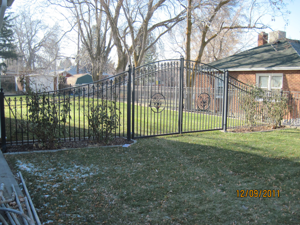 iron-anvil-fences-by-others-trim-by-others-btf-4