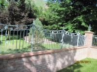 iron-anvil-fences-by-others-concave-vine-valance-1