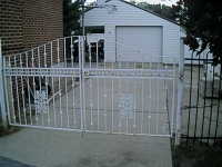 iron-anvil-fences-by-others-gate-with-square-pattern