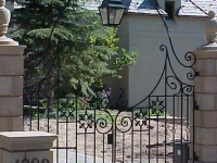 iron-anvil-fences-by-others-harvard-or-yale-1100-east-2