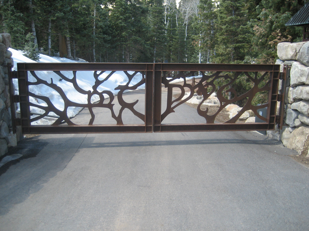 iron-anvil-gates-by-others-driveway-flat-across-from-sletta