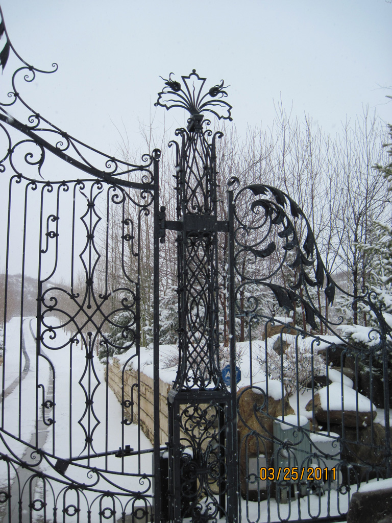 iron-anvil-gates-by-others-driveway-french-scoll-top-immigration-1
