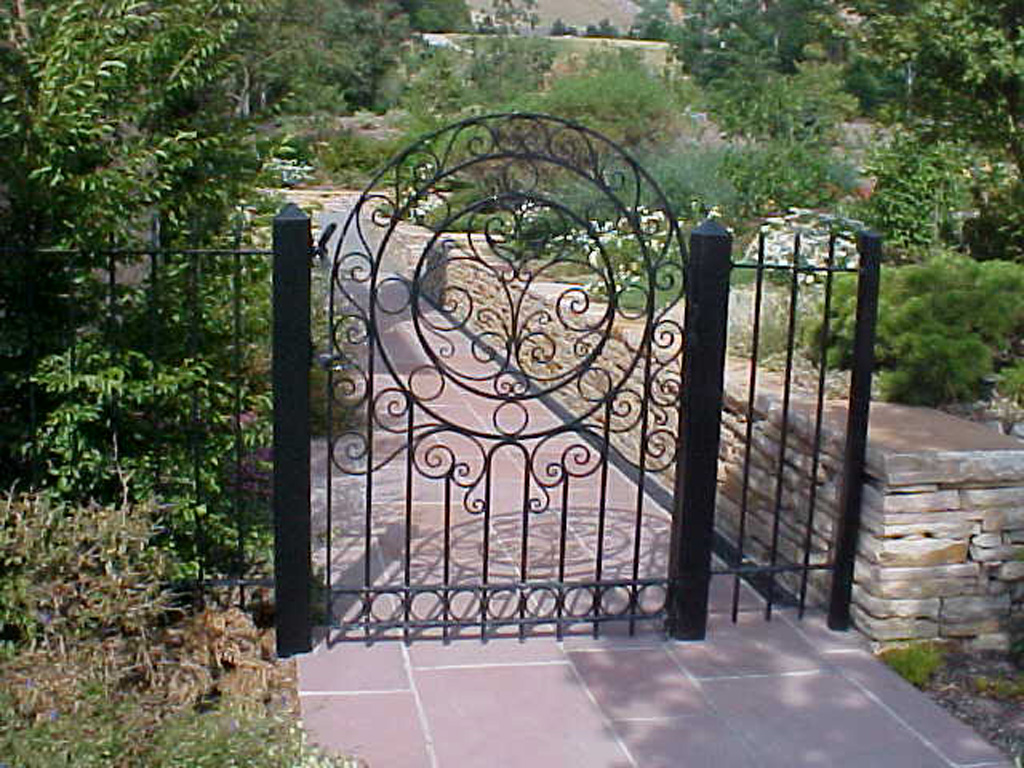 iron-anvil-gates-by-others-man-arch-like-kilgore