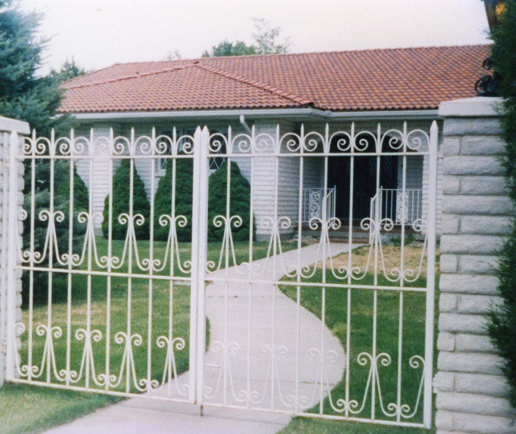 iron-anvil-gates-by-others-man-flat-scrolls