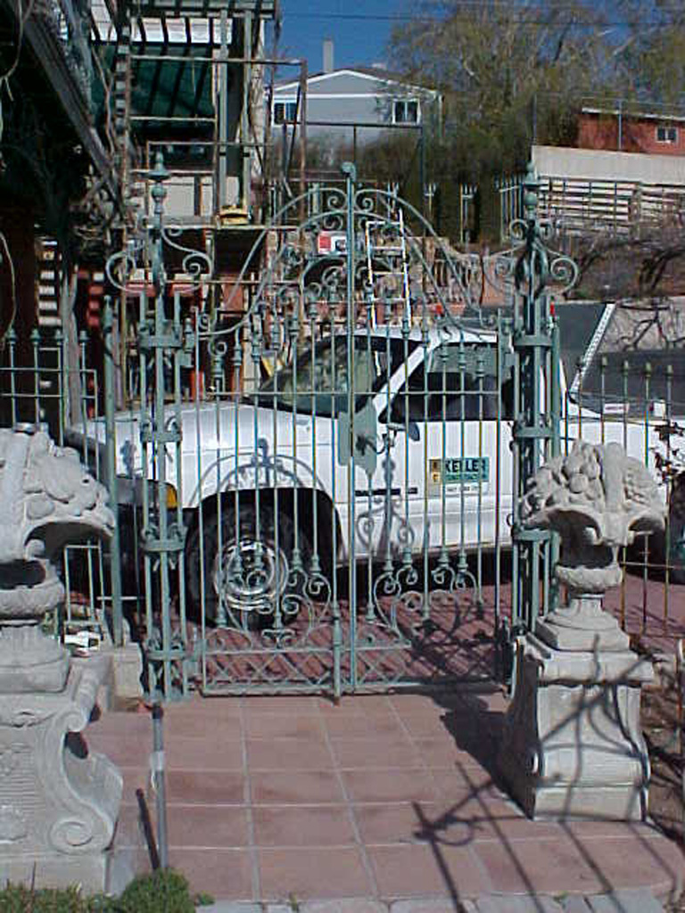 iron-anvil-gates-by-others-man-scroll-built-by-ferris-keller-2