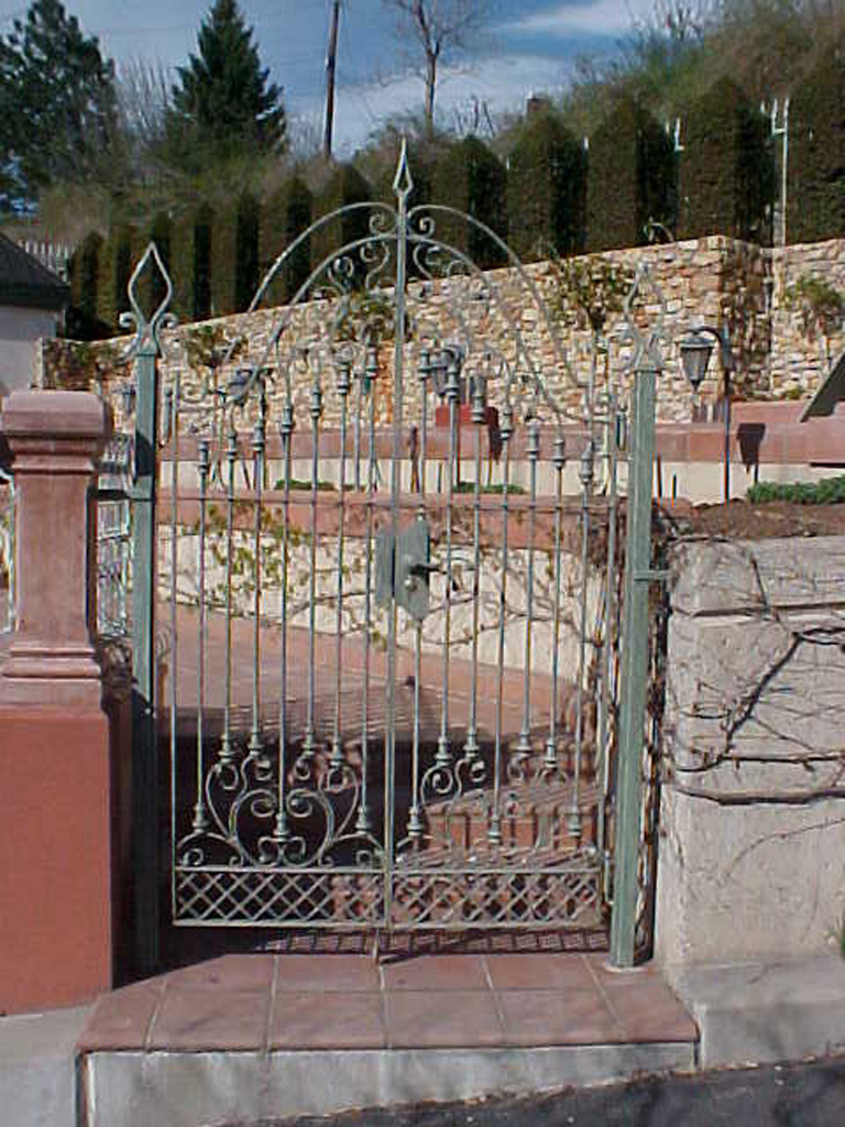 iron-anvil-gates-by-others-man-scroll-built-by-ferris-keller-3