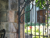 iron-anvil-gates-by-others-driveway-arch-by-safi-1