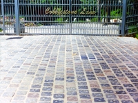 iron-anvil-gates-by-others-driveway-flat-cobblestone