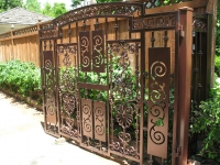 iron-anvil-gates-by-others-driveway-flat-la-brett-job-14197-peter-mousdkondis