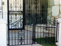 iron-anvil-gates-by-others-man-double-scroll
