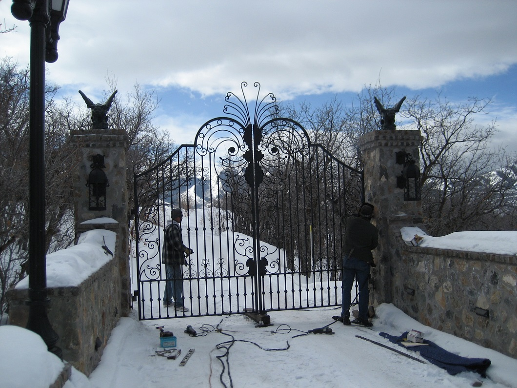 60-2180-Iron-Anvil-Gates-Driveway-Arch-CARLSON-16554-JEREMY-RANCH-3-3