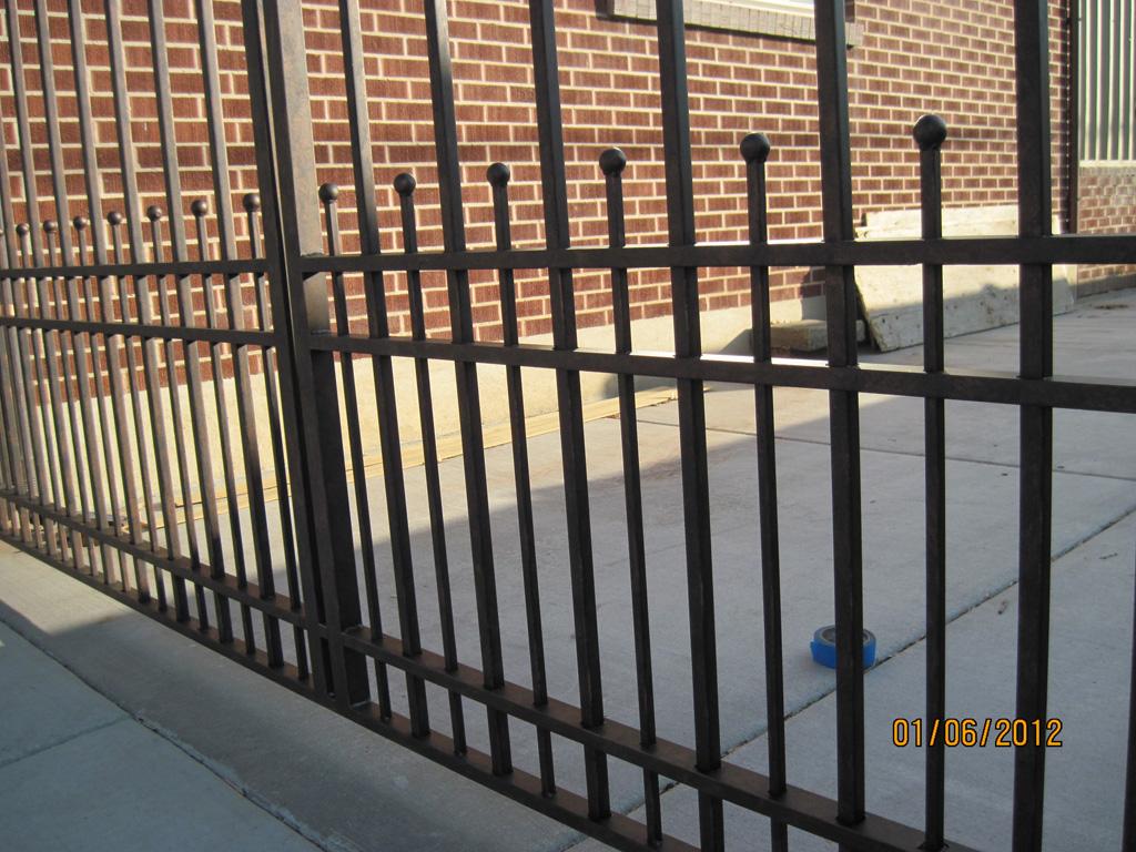 iron-anvil-gates-driveway-arch-boren-15810-2