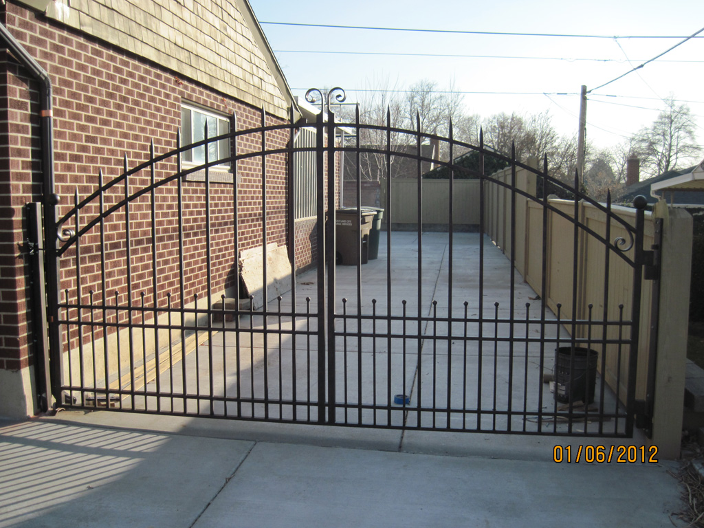 iron-anvil-gates-driveway-arch-boren-15810-3