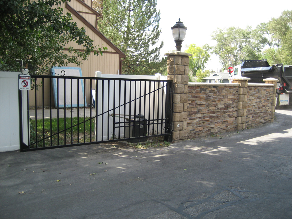 iron-anvil-gates-driveway-flat-basic-single-swing-01