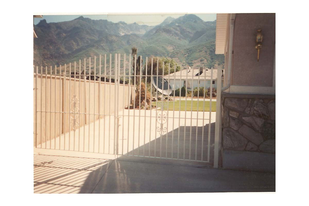 iron-anvil-gates-driveway-flat-extended-white-gate-with-188-pattern