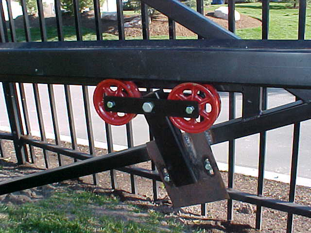 iron-anvil-gates-driveway-flat-mechanisms-2