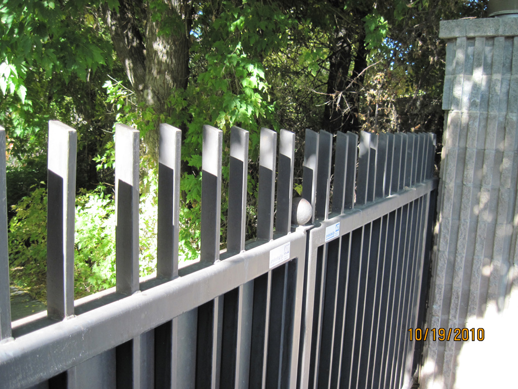 iron-anvil-gates-driveway-flat-top-panel-highland-dr-2