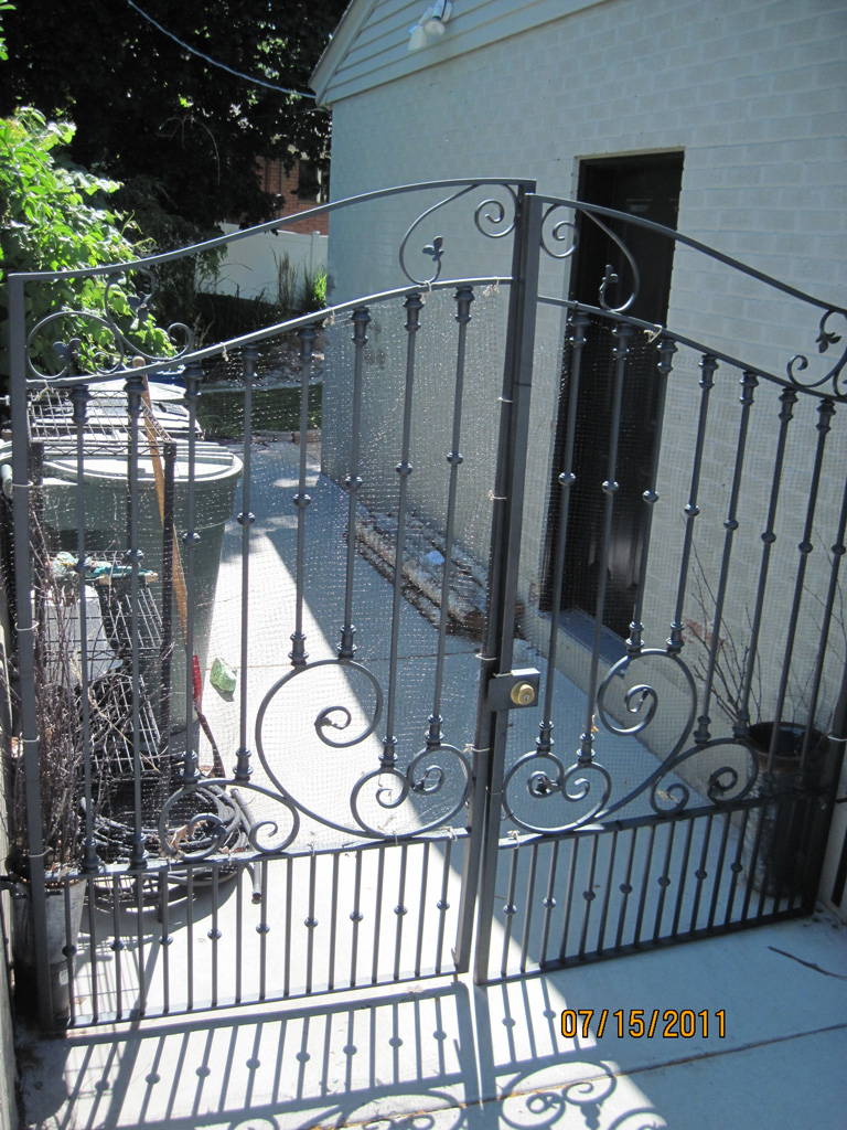 iron-anvil-gates-driveway-french-curve-02