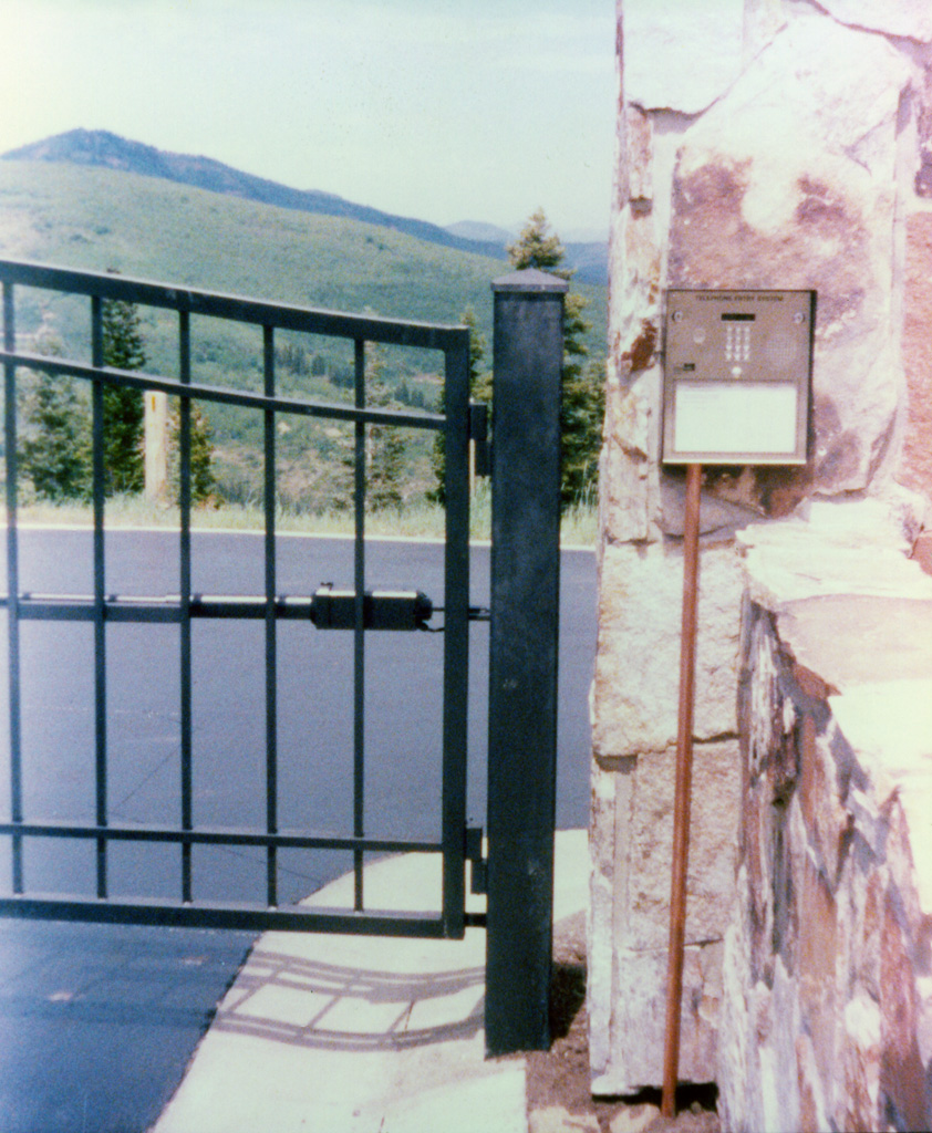 iron-anvil-gates-driveway-french-curve-2