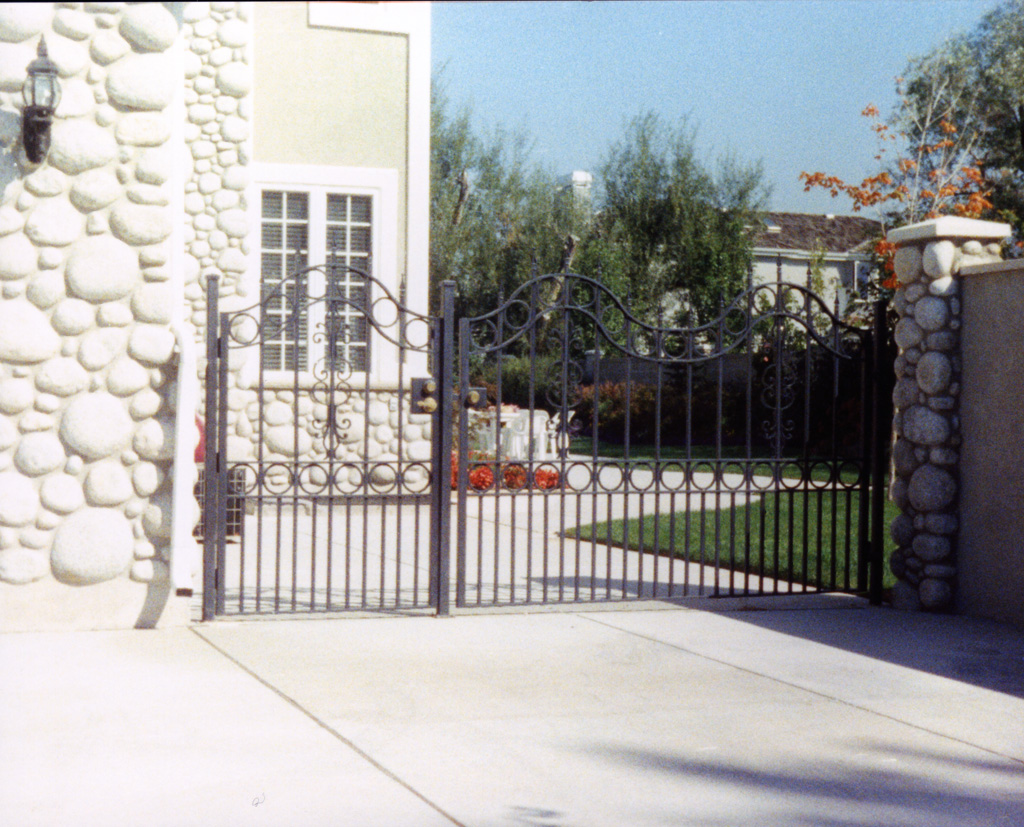 iron-anvil-gates-driveway-french-curve-5