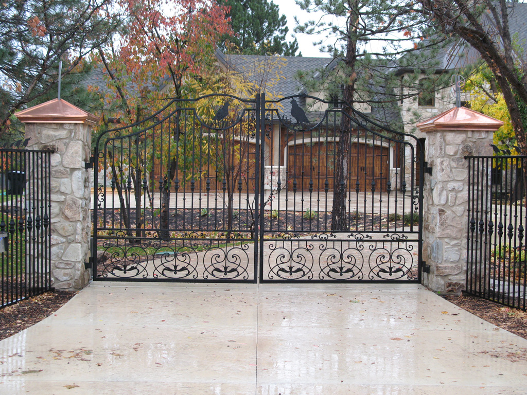 iron-anvil-gates-driveway-french-curve-integrated-mcdowell-randy-quail-13234-1