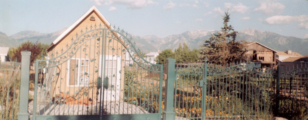 iron-anvil-gates-driveway-french-curve-milkyhollow-and-fence-20-1996