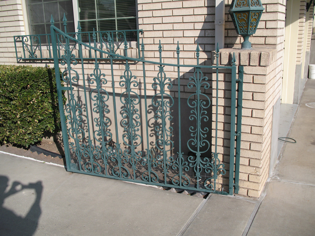 iron-anvil-gates-driveway-french-curve-ortega
