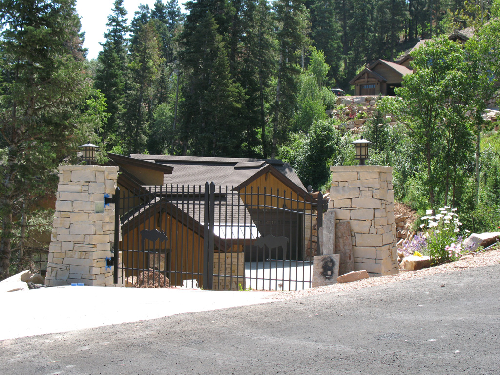 iron-anvil-gates-driveway-french-curve-scott-smith-park-city-with-moose-job-14268-4