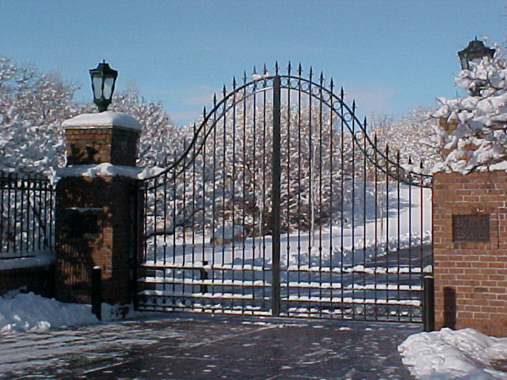 iron-anvil-gates-driveway-french-curve-wasatch-blvd-big-rock-3