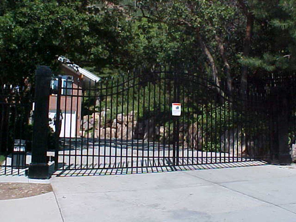 iron-anvil-gates-driveway-french-curve-wasatch-cove-3