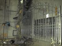 iron-anvil-gates-driveway-arch-boren-15810-01
