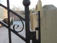 iron-anvil-gates-driveway-arch-boren-15810-02