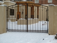 iron-anvil-gates-driveway-arch-gustafson-on-yale