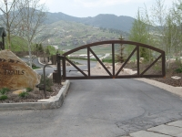 iron-anvil-gates-driveway-arch-jeremy-ranch