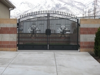 iron-anvil-gates-driveway-arch-richard-johnson-job-14027-1-1