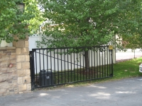 iron-anvil-gates-driveway-flat-basic-single-swing-00