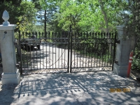 iron-anvil-gates-driveway-flat-second-nature-anderer-drive-s-3