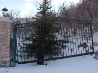 iron-anvil-gates-driveway-french-curve-alpine-uphill-swing-1