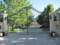 iron-anvil-gates-driveway-french-curve-chateau-on-green-richardson-construction-a
