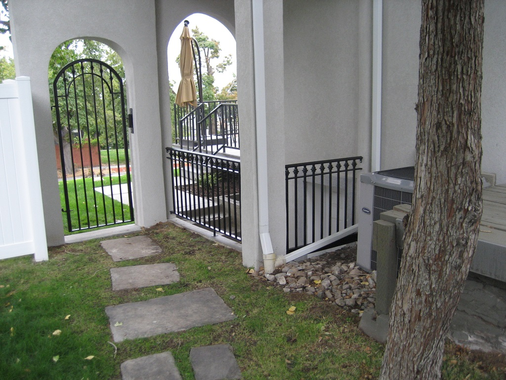 61-00062-Iron-Anvil-Gates-Man-Arch-MEEKS-17115-CIRCLE-RAIL-REPLACE-CLASSIC-991-1