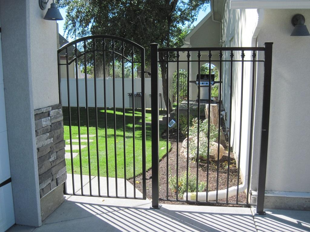 61-0061-Iron-Anvil-Gates-Man-Arch-52-0031-MEEKS-8TH-AVE-99-