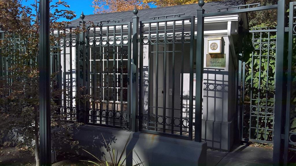 61-0760-C-Iron-Anvil-Gates-Man-Flat-TALL-OAKS-GATE-199