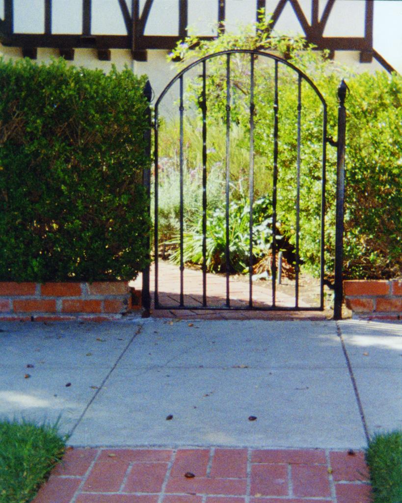 iron-anvil-gates-man-arch-1