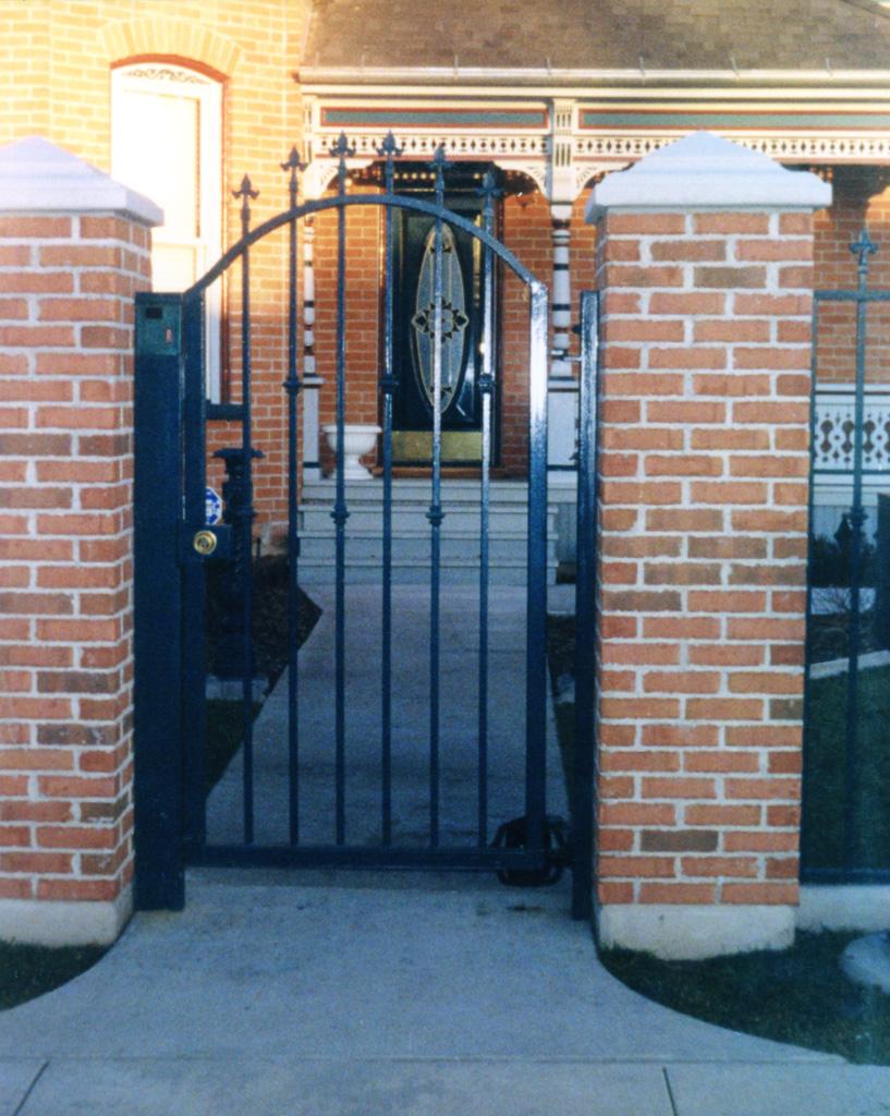 iron-anvil-gates-man-arch-2